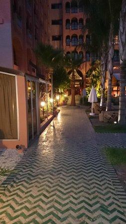 Hotel El Andalous: zona de acceso piscina a recepción