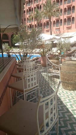 Hotel El Andalous: Zona bar restaurante piscina