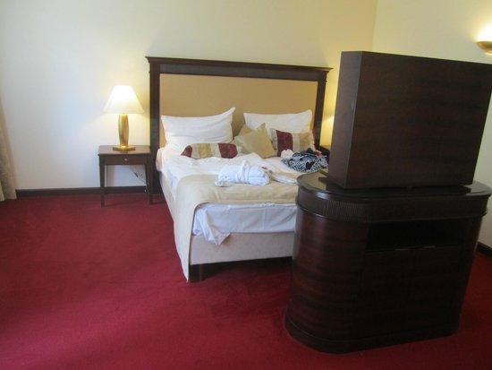 Austria Trend Hotel Schloss Lebenberg: Bett