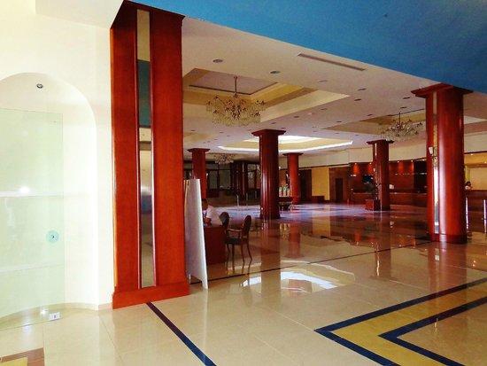 Kipriotis Panorama Hotel & Suites: Hotel inside hall