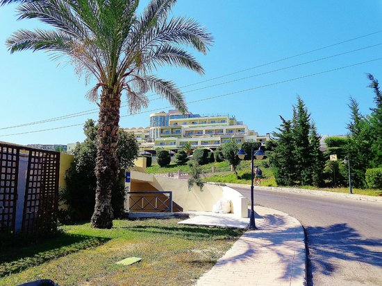 Kipriotis Panorama Hotel & Suites: hotel view downside