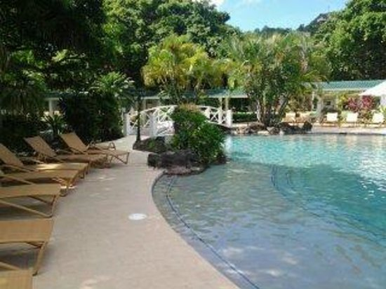 Radisson Grenada Beach Resort : just outside the pool, bar and water fall .. cannot ask for more