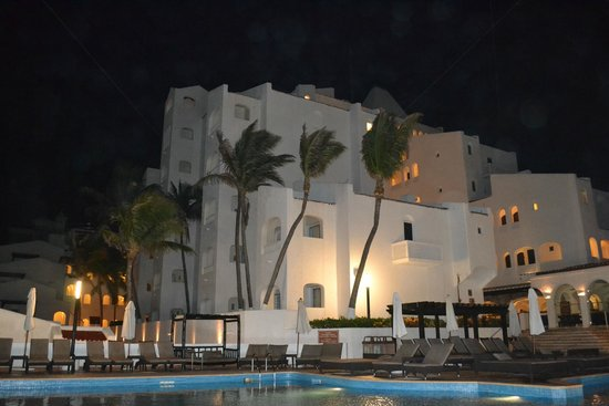 GR Caribe by Solaris: GR Caribe night view from pool