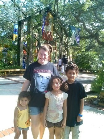 Tampa's Lowry Park Zoo: Entering the zoo!