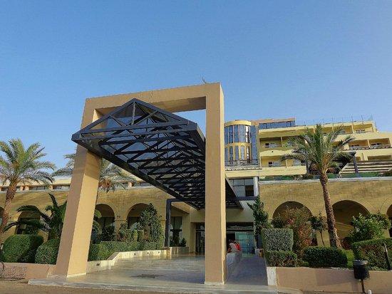 Kipriotis Panorama Hotel & Suites: Hotel entrance