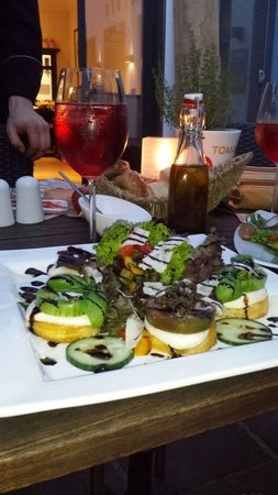La Maison: Tomaten-Polenta mit Salat