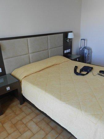 Eleana Hotel: Bed