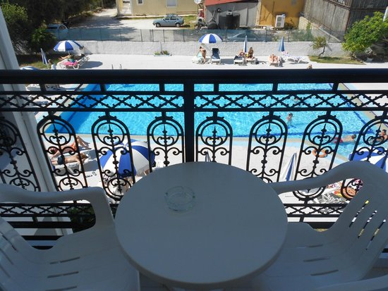 Eleana Hotel: Pool view