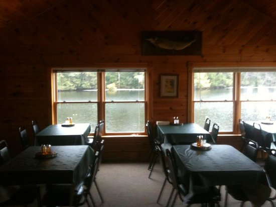 Silver Star Restaurant: Dinning room overlooking the water
