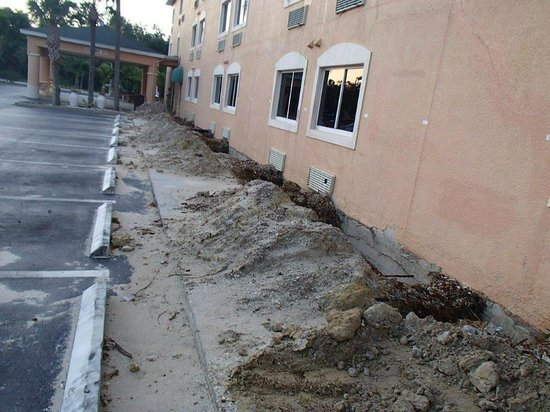 Bonita Springs Hotel & Suites: Foundation Construction