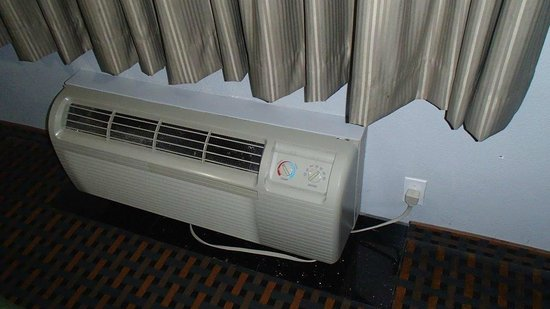 Bonita Springs Hotel & Suites: Noisy Air Con Unit