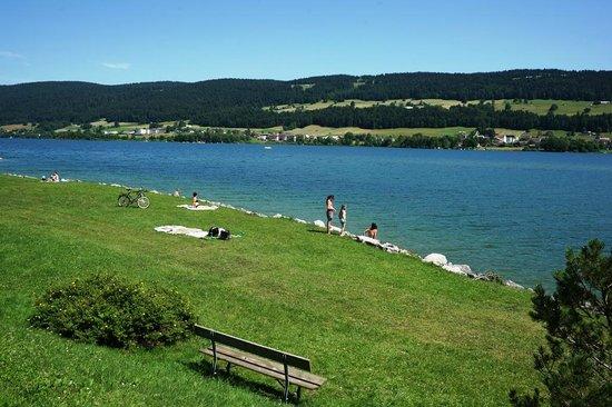 Bellevue le Rocheray Hôtel-rest. : view on lake
