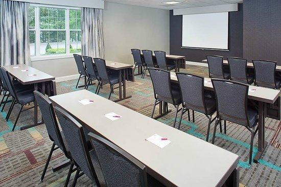 Residence Inn Saddle River : Kinderkamack Room fits up to 42 attendees.