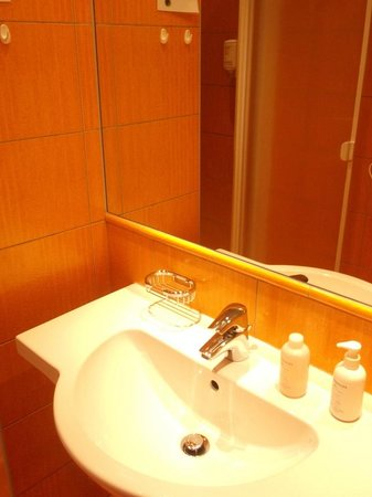 Hotel Abito: shower gel and two towels for one person