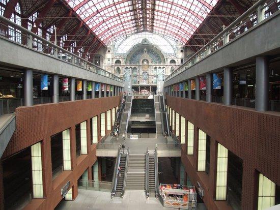 Central Station: На нескольких уровнях.