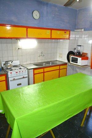 Casa Pueblo Hostel: Kitchen