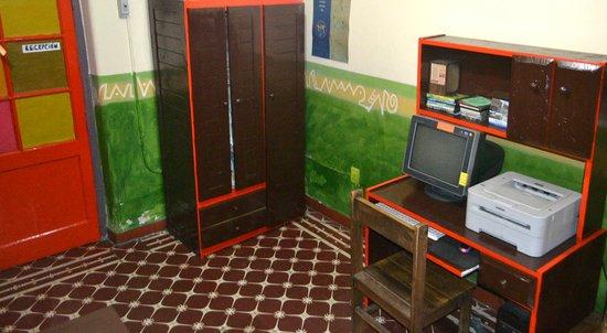 Casa Pueblo Hostel: Computer lab again