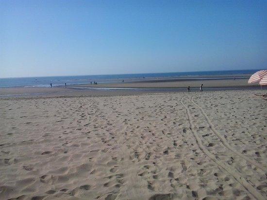 IBEROSTAR Isla Canela Hotel: Salida del hotel a la playa