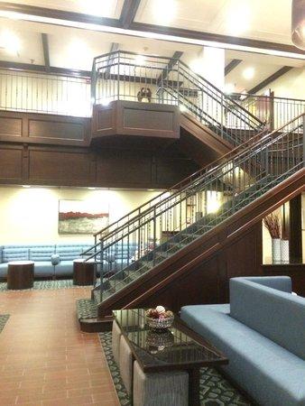 Hampton Inn Littleton : Staircase in from lobby