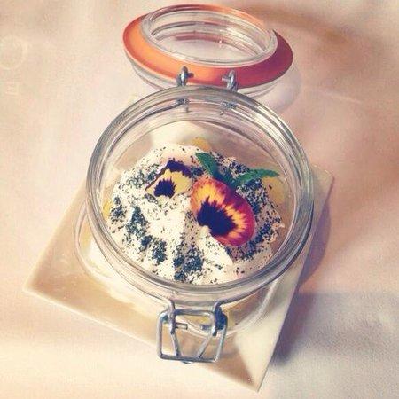 Can Roquet: Крем катала с ананасами, очень вкусно и необычно)))