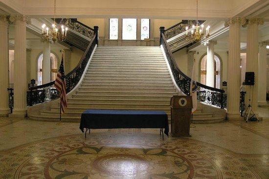 Massachusetts State House : Stairway to 2nd floor