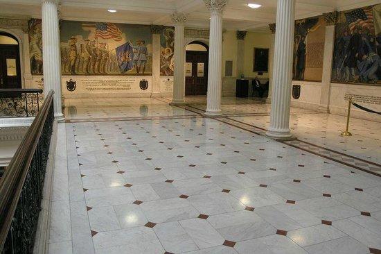 Massachusetts State House : Second floor plaza