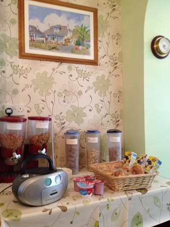 Jasmine House: lovely breakfast bar!there is a freh fruits basket as well which is not shown in this picture