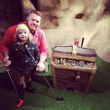 Treasure Island Mini Golf: Brilliant fun :)