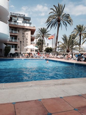 TRYP Palma Bellver Hotel: The pool area