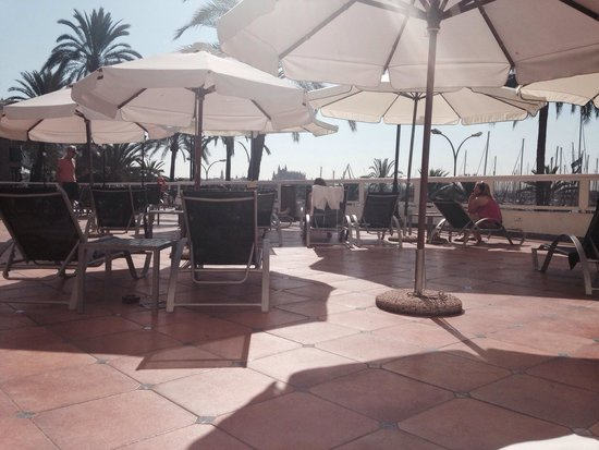 TRYP Palma Bellver Hotel : The pool area at 11am