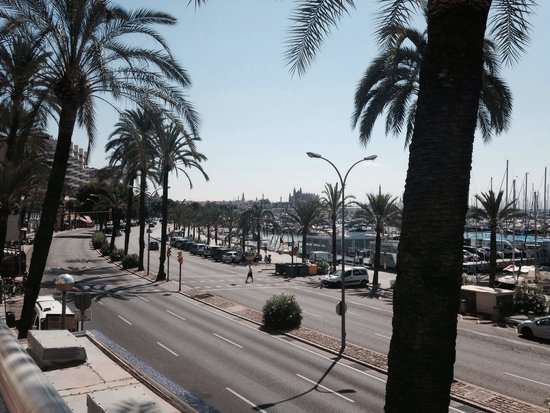 TRYP Palma Bellver Hotel: The view the other way (around to the Cathedral) from the pool balcony - lovely!