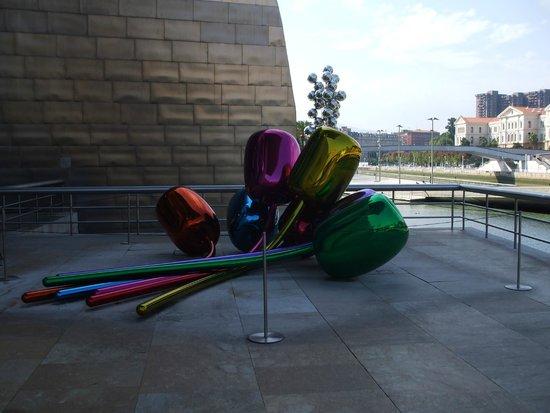 Museo Guggenheim de Bilbao: bouquet extérieur