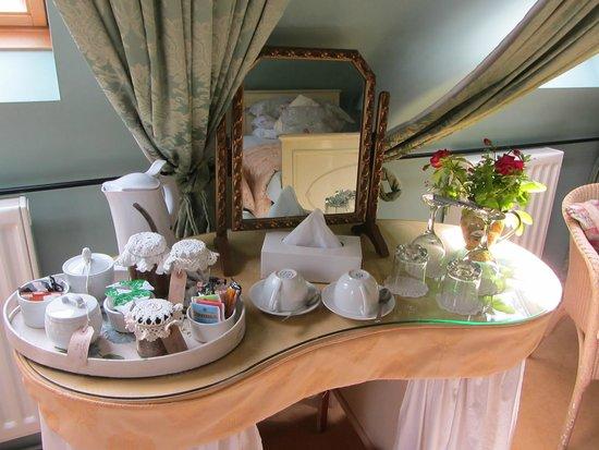 Duke House B&B: Tea/coffee tray in room