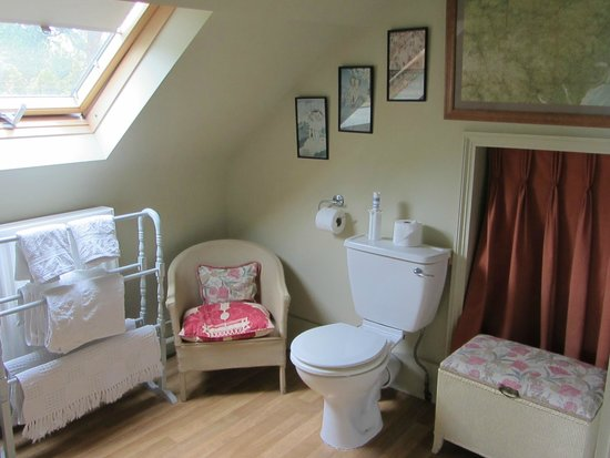 Holton, UK: Bathroom in the twin room