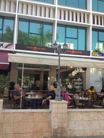 Roladin Bakery and Cafe: outside