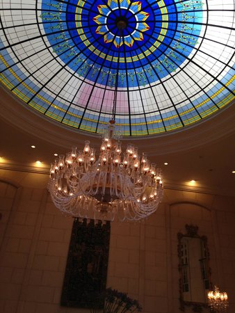 The Ritz-Carlton, Budapest : Chandelier in main dining room