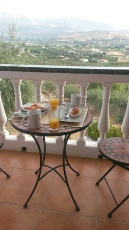 Alora Valley View Accommodations: Breakfast with a wonderful view!