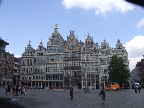 Grote Markt van Antwerpen: Дома богатых гильдий.