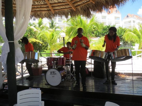 Grand Bahia Principe Jamaica: Steel band at lunch