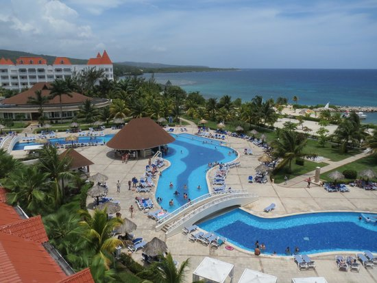 Grand Bahia Principe Jamaica: Activities pool, note the murky water compaired to the pool on the right side. The pools are sep