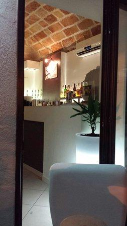 Eighteen Hours : Angolo bar