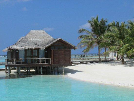Anantara Veli Maldives Resort: Beach area