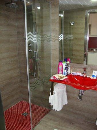 Aparthotel Rosa del Mar: bathroom