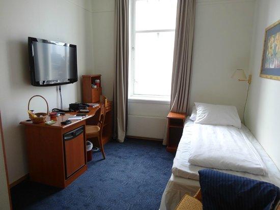 Thon Hotel Gildevangen : Large TV