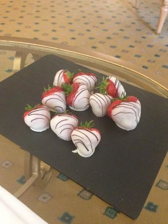 The Landmark London: Complimentary Strawberries