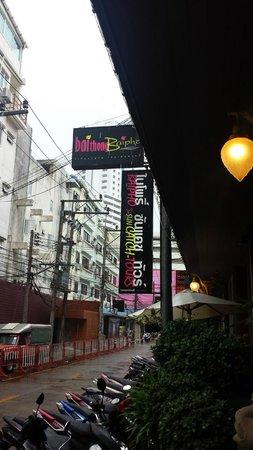 Baipho Boutique Residence Phuket: Aussenansicht, sehr ruhig gelegen