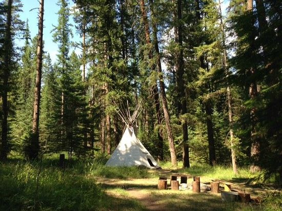 Minam River Lodge: Our largest teepee, Tanager in teepee village