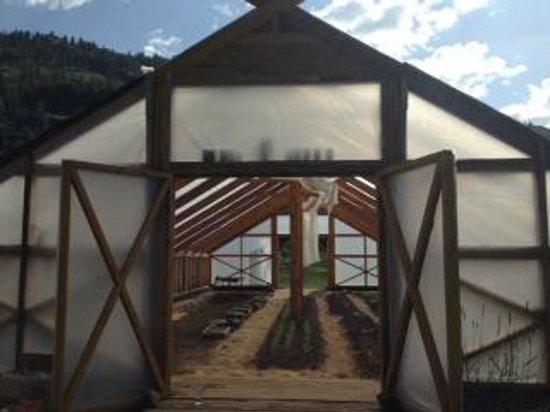 Minam River Lodge: On-site greenhouse