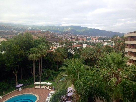 Hotel Botanico & The Oriental Spa Garden: Vistas del Teide desde la habitación (lástima que estuviera nublado)