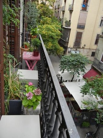 Casa Marcelo Barcelona: Balcony room with the beautiful street view